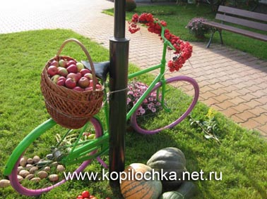 велосипед во дворе молитвенного дома