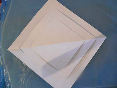 объмные снежинки из бумаги.