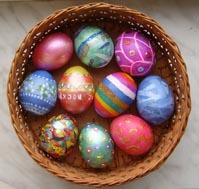 раскрашенные яйца из гипса
