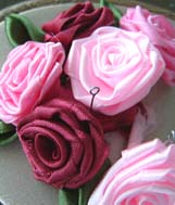 цветы из атласной ленты своими руками. своими руками, делать цветы из.