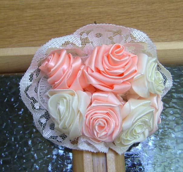 Как сделать розу из шелковой ленты.