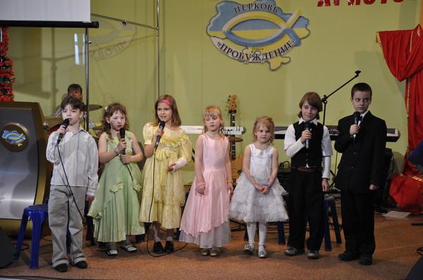 дети поют Христос воскрес