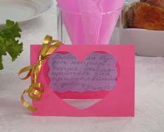 открытка на свадебном столе