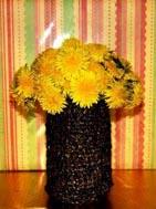 ваза с магнитофонной лентой